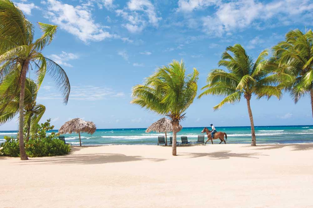 Jamaika_A031424_HalfMoon-Beach_4C