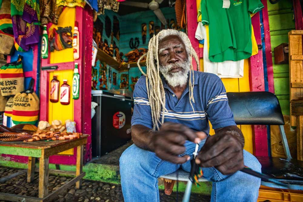 Jamaika_RastafarianShopkeeper_3003