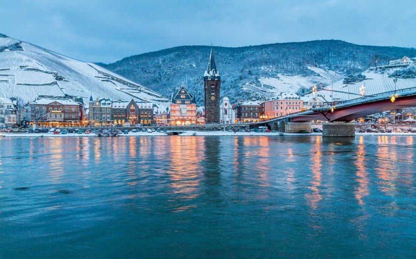 Weihnachtsmarkt - Blick auf Bernkastel-Kues
