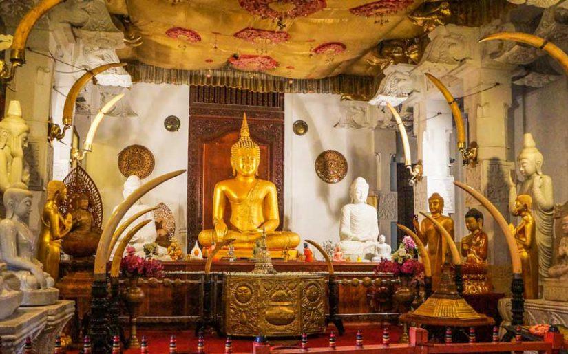 Innenansicht – Tempel des Zahns, Kandy, Sri Lanka