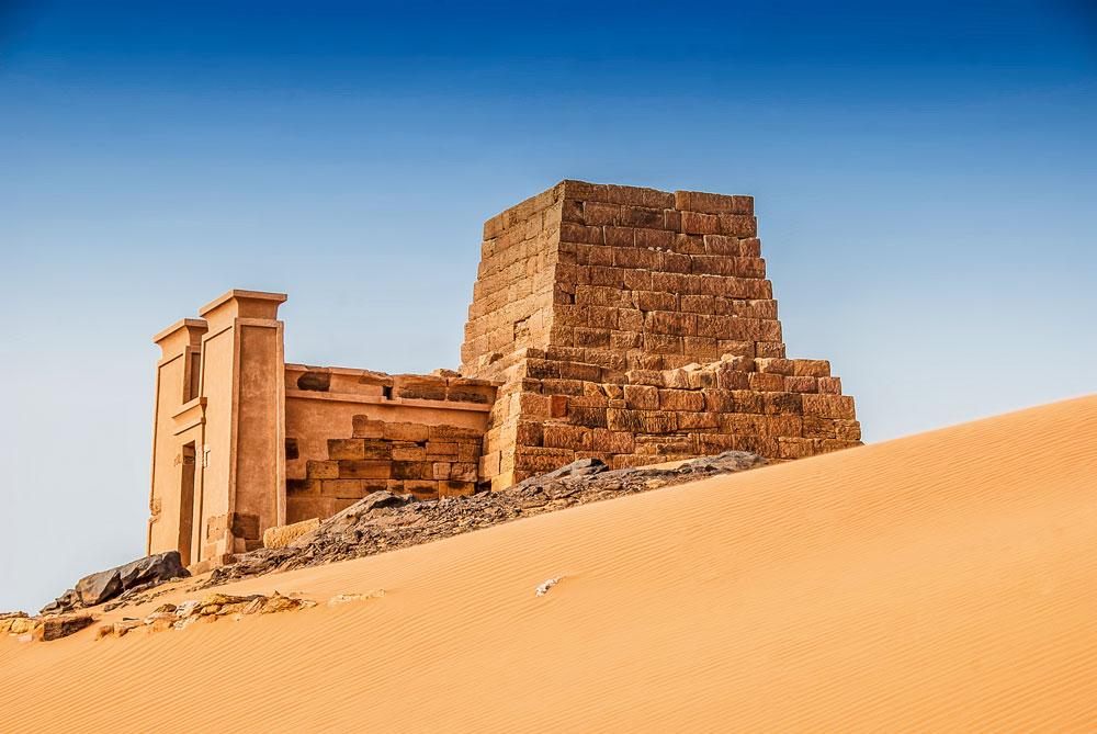 Pyramidenruine im UNESCO-Weltkulturerbe Meroe